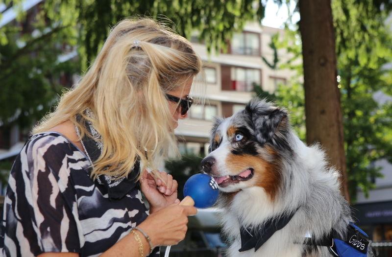 Carine Célibert journaliste animalière et Lou